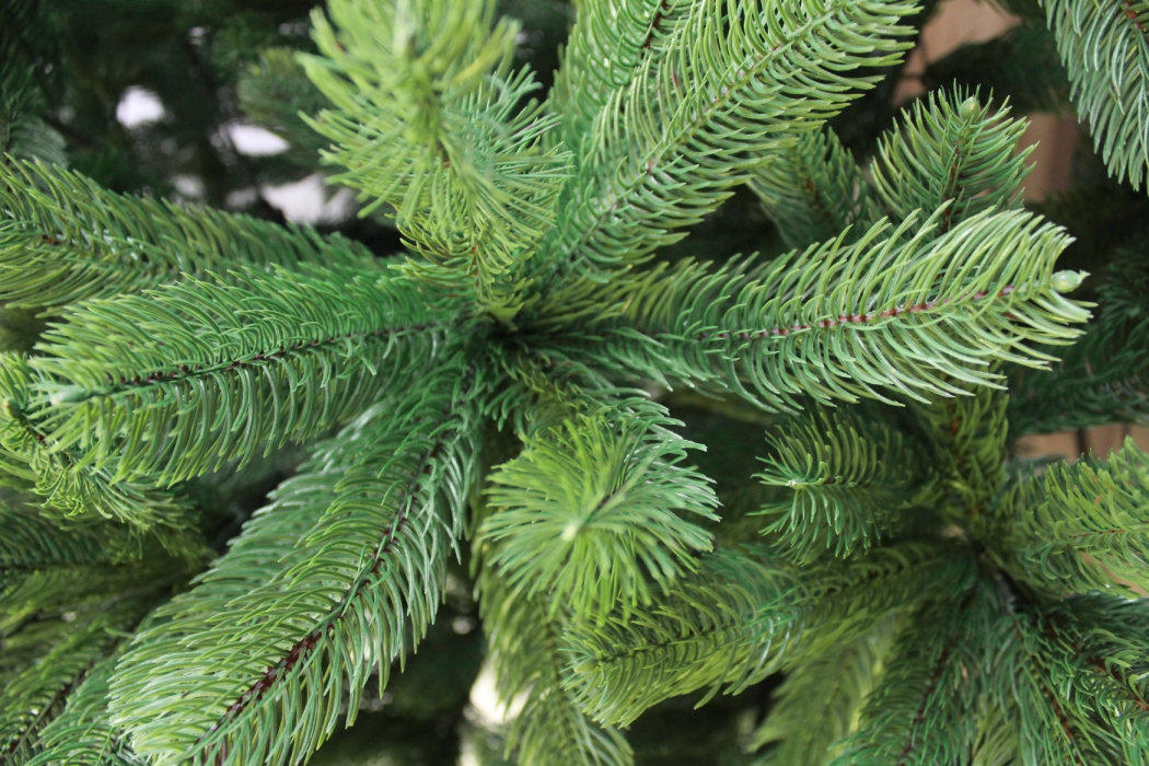 k nstlicher weihnachtsbaum 120cm pe spritzguss gr ner premium tannenbaum douglasie christbaum. Black Bedroom Furniture Sets. Home Design Ideas